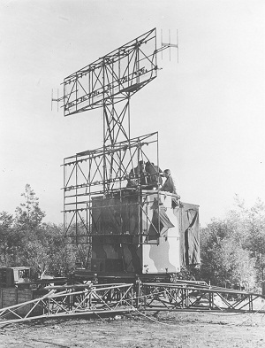 Light Weight Air Warning with Height indication radar equipment - circa 1943