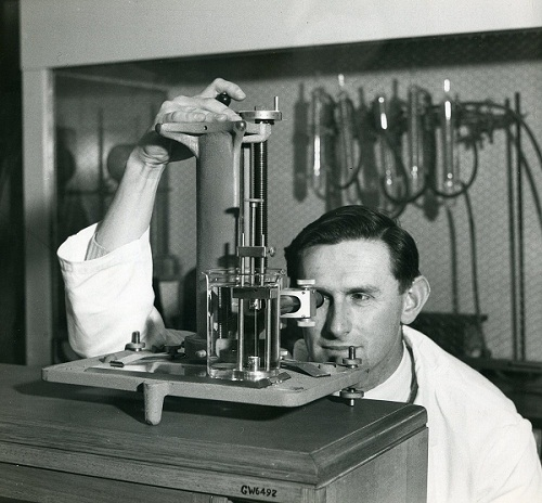 Arthur Farnworth at work in the Wool Research Laboratory at Geelong