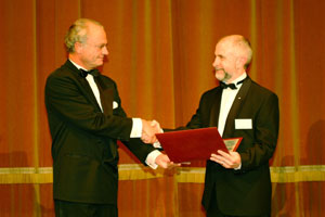 Marcus Wallenberg Prize presentation to Rob Evans (right) by His Majesty King Carl XVI Gustav of Sweden on 1 October