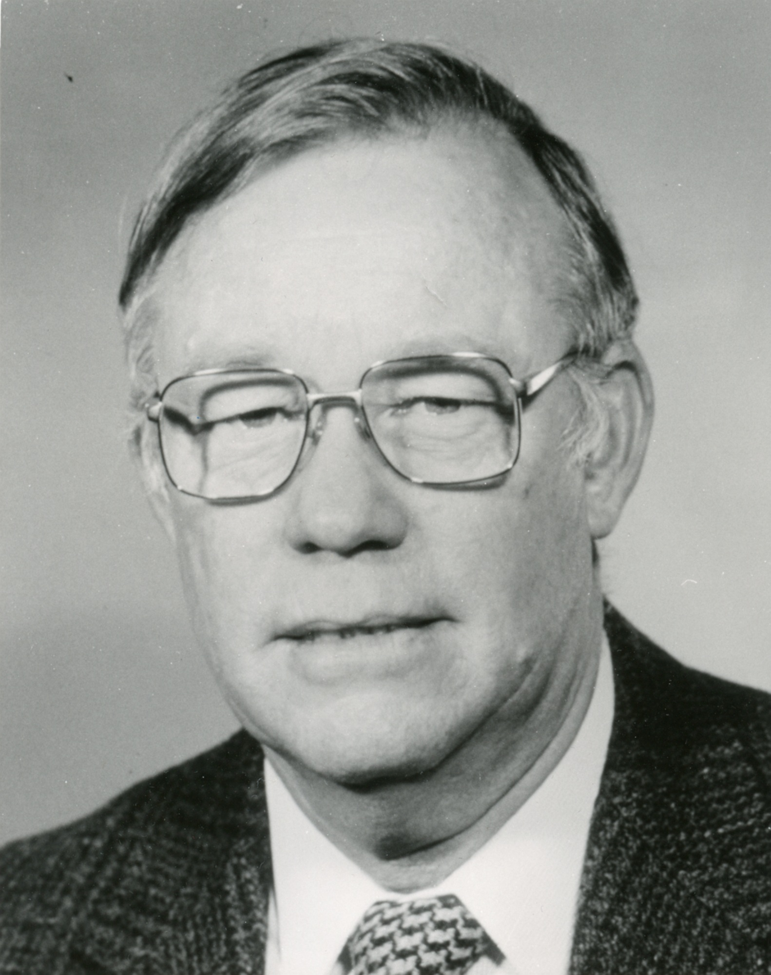 Portrait photo of Dr Alan Donald